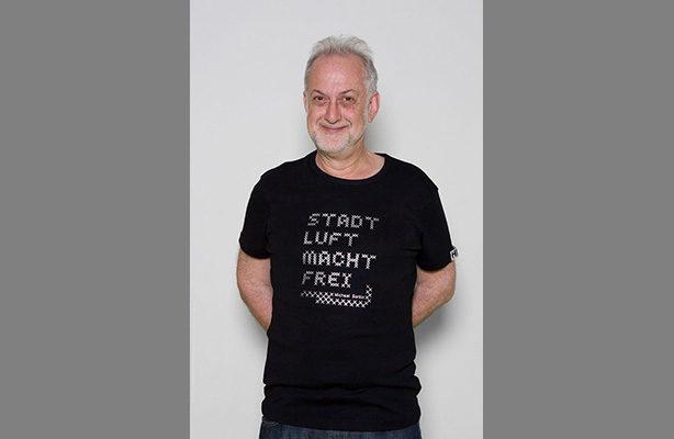 Michael Sorking wearing Stadt Luft Macht Frei T-shirt
